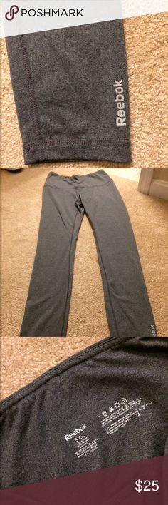 NEW WITHOUT TAGS NEVER WORN REEBOK LEGGINGS Never worn grey work out leggings from Reebok !! Reebok Pants Leggings