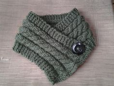 3 Cables Neck Warmer- Free Pattern