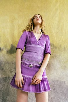 Nicole Miller Pre-Fall 2021 Collection - Vogue Fashion 2020, Fashion News, Boho Fashion, Fashion Show, Womens Fashion, Fashion Trends, Nicole Miller, Vogue Paris, Purple Outfits