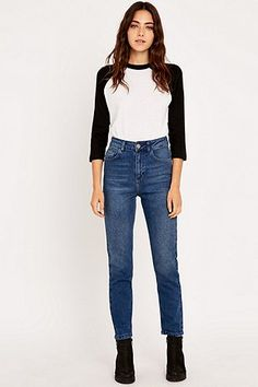 BDG – Girlfriend-Jeans in Indigo mit geradem Bein - Urban Outfitters