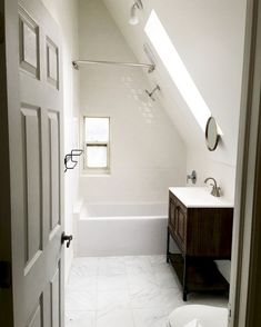 Attic spaces are considered to be difficult to decorate due to the roofs of various shapes. But the challenge is accepted. Let's look at some examples of attic bathroom decor that use every inch space at maximum and look elegant. Attic Shower, Small Attic Bathroom, Attic Bedroom Small, Loft Bathroom, Attic Playroom, Upstairs Bathrooms, Attic Rooms, Attic Spaces, Bathroom Ideas