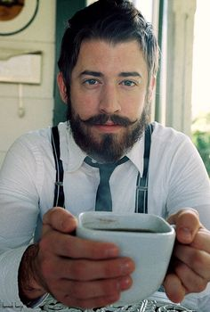 I wish I could grow Majestical facial hair , my girlfriend would like me a lot more ;)