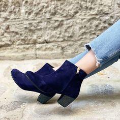 Bottine en velours bleu marine, talon 6cm pailleté Booty, Ankle, Shoes, Fashion, Blue Shoes, Smooth Leather, Pumps, Custom Shoes, Heels