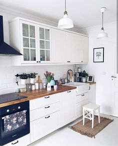 The Best of Little Apartment Kitchen Decor - Kitchen Remodel Small Apartment Kitchen, Kitchen Desks, Home Decor Kitchen, Interior Design Kitchen, New Kitchen, Home Kitchens, Kitchen Dining, Kitchen Wood, Decorating Kitchen