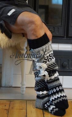 Hyvää huomenta !   --kaunis lauantai aamu ja hyvä hiihtoilma :)   Kuvat kertokoon mitä kertovatkaan sinulle! ... Crochet Socks, Pullover, Leg Warmers, Mittens, Slippers, Knitting Tutorials, Legs, Shorts, Crafts
