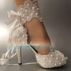 Boots for the bride? Yes, boots can be a great and even classy option for a modern bride. Fancy Shoes, Pretty Shoes, Beautiful Shoes, Me Too Shoes, Wedding Shoes Bride, Wedding Boots, Wedding Shoes Heels, Zapatillas Peep Toe, Bridal Heels