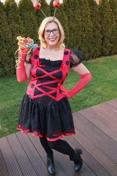 Ich bin ein Maikäferchen-Fan! Dieses Krabbelkäfer-Kostüm ist nicht zu kurz und kommt zusammen mit Fühlern und Flügelchen zu euch nach Hause.
