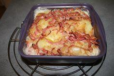 Recette pour 6 personnes:4ppt la part Pour une JSC :2 ppt la part Il vous faut 700g de pommes de terre 1 oignon100g de lanières de bacon 100g de crème 4% 150g de cancoillotte sel,poivre Préparation  Préchauffer le four à 200°c (th.7). Faire cuire les pommes de terre pendant 20 minutes. Éplucher et émincer l'oignon.Dans une poêle faire revenir l'oignon émincé et les lanières de bacon.Ajouter 2 cuillères à soupe d'eau en cours de cuisson .Mélanger la crème et la cancoillotte. Peler les pommes…