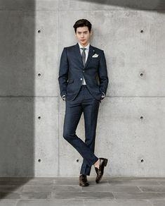 イ・ジョンソクが100万ドルのスーツ姿で女心を刺激した。SEIG Fahrenheitが最近公開した2017年春夏シーズン「MoNO_grapht」で、イ・ジョンソクは男性的な雰囲気を強調した。イ・… - 韓流・韓国芸能ニュースはKstyle