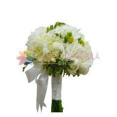 Buchetul este alcatuit din hortensie alba, frezii galbene, bujori albi, verdeata si accesorii.