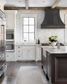 New #post one Home Bunch: 10 #Kitchens #Remodeling Styles. This one was designed…