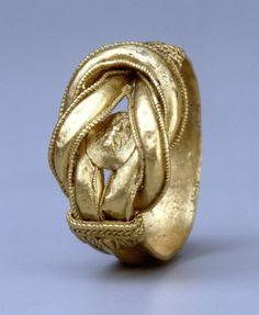 Le motif du noeud d'Héraklès - Intellego.fr Bague hellénistique, 300 av.J.-C., or, British Museum