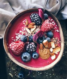 Good morning! A bright start with this raspberry and beet smoothie bowl! To make: Blend two frozen bananas, a handful of frozen raspberries, 100ml oat milk, a tsp of flax seed, a tsp of natural beetroot powder and pinch of cinnamon in a high speed blender until thick and smooth. Top with frozen berries, almonds and hemp seeds. Add a tsp of almond butter and enjoy!