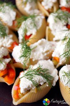 Muszle makaronowe faszerowane sałatką z łososiem i ricottą http://fantazjesmaku.weebly.com/muszle-makaronowe-faszerowane-sa322atk261-z-322ososiem-i-ricott261.html