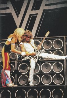 just David Lee Roth teaching Eddie Van Halen how to walk Eddy Van Halen, Alex Van Halen, Rock N Roll, Rock And Roll Bands, Music Icon, My Music, Van Halen 5150, Famous Guitars, 80s Hair Bands