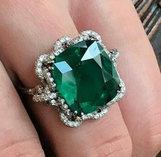 Jewelry OFF! Love this modern ring by Fabio Salini set with a carat Colombian emerald. Art Deco Jewelry, Fine Jewelry, Jewelry Design, Jewellery, Bling Bling, Antique Jewelry, Vintage Jewelry, Emerald Jewelry, Emerald Rings