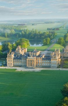 Blenheim Palace, Christmas event not included, but can still do the grounds. Beautiful Architecture, Beautiful Buildings, Beautiful Places, English Manor Houses, English House, Villa, Blenheim Palace, English Country Style, Temples