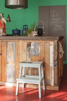 blackboard paint in my kitchen - Basket And Crate Chalkboard Markers, Blackboard Paint, Chalkboard Art, Wood Crate Diy, Wood Crates, Kitchen Baskets, Blackboards, Corner Desk, Repurposed
