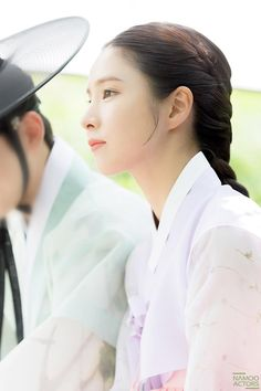 Image may contain: one or more people and closeup Korean Actresses, Korean Actors, Actors & Actresses, Shin Se Kyung, Korean Traditional, Loose Pants, Historical Costume, Historian, Aesthetic Pictures