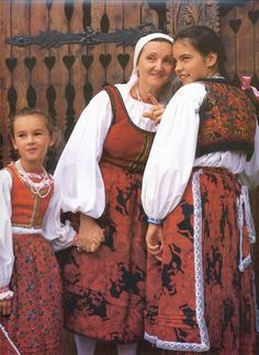 (N) Bukovinai székelyek Érden - Székelys from Bukovina at Érd Folk Costume, Costumes, Hungarian Women, Half The Sky, Hungarian Embroidery, Clothing And Textile, Ethnic Dress, Folk Music, Eastern Europe