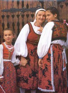 (N) Bukovinai székelyek Érden - Székelys from Bukovina at Érd Folk Costume, Costumes, Hungarian Women, Hungarian Embroidery, Fashion D, Clothing And Textile, Ethnic Dress, Folk Music, Traditional Dresses