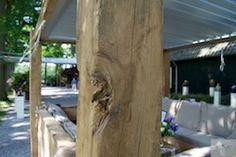 LUXE LOUNGEMEUBEL!          Prachtig loungemeubel van 150 jaar oud Iepenhout. De kussens zijn regenbestendig en vuilwerend. Het liviumdak met lamellen kan al naar gelang uw wens open of helemaal dicht en is dan waterdicht!   www.langens-langens.nl