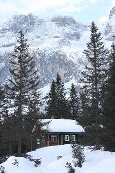 Les Alpes autrichiennes - Dormez dans un petit refuge de montagne en Autriche. #autriche #montagne #refuge #cabin