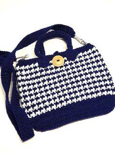 Bourse au crochet, sac à main pied de poule, porté épaule, bleu marin et blanc, ganse amovible, fermeture bouton, fond ovale de la boutique Agadoux sur Etsy