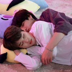 """i'm still crying over all the little details of jikook cuddling ☹️"" Jimin Jungkook, Taehyung, Foto Bts, Bts Photo, Namjin, K Pop, Die Beatles, Les Bts, Vkook"