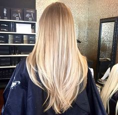 Discovered by imathea. Find images and videos about hair, beauty and blonde on We Heart It - the app to get lost in what you love. Blonde Hair Looks, Brown Blonde Hair, Blonde Honey, Honey Hair, Curly Blonde, Cheveux Beiges, Long Hair Cuts, Long Layered Hair, Hair Highlights