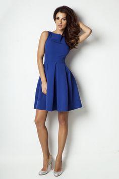 Wyjątkowa sukienka granatowa. Sukienka w kontrafałdy, lekko rozkloszowana, koktajlowa, ale możesz ją wykorzystać na wieczorną kolację, przyjęcie lub wesele. http://besima.pl