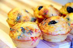 Dans un saladier, mélanger la farine avec les levures, et ajoutez les oeufs1/1 Ajoutez l'huile /et délayez avec le lait. Dans un second saladier, mélangez les ingrédients pour préparez la garniture Remplissez les moules à muffins aux ¾ de pâteAjoutez la garniture. Au four chaud 15/20min 200C Chefs, Pizza Muffins, Bento, Street Food, Food Inspiration, Sushi, Lunch Box, Snacks, Vegan