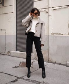 Minimal fashion, love fashion, korean fashion, simple outfits, layering out Looks Street Style, Autumn Street Style, Looks Style, Parisian Street Style, Parisian Wardrobe, Teen Vogue, Fashion Week, Look Fashion, Korean Fashion