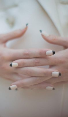 Summer manicure in Chanel's classic color scheme