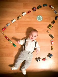 We the the best of Baby Photoshoot Ideas for you to plan and soot by yourself. Take a look at some of the amazing themes you can do at home. Monthly Baby Photos, Boy Photo Shoot, Baby Boy Pictures, Foto Baby, Baby Poses, Newborn Baby Photography, Baby Month By Month, 5 Months, Babies