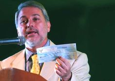 Destino del dinero público. Prebendas y salarios principescos. Por Juan José Doñán.