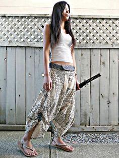 White New Waves Samurai Pants (Unisex) Samurai Poses, Ronin Samurai, Female Samurai, Poses Dynamiques, Art Poses, Human Poses Reference, Pose Reference Photo, Baggy Pants, Comfy Pants