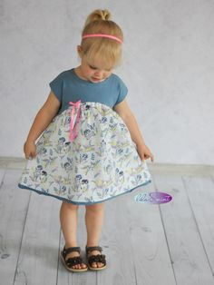 Räubertochter Predator's daughter – purple and mint Baby Clothes Patterns, Sewing Patterns For Kids, Clothing Patterns, Gender Neutral Baby Clothes, Cute Baby Clothes, Summer Dress Outfits, Kids Outfits, Predator, Rebecca Minkoff