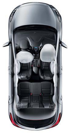 7 poduszek bezpieczeństwa  W kwestii bezpieczeństwa nie ma kompromisów. 2 czołowe poduszki bezpieczeństwa, 2 poduszki boczne, 2 kurtyny oraz poduszka kolanowa kierowcy tworzą w pełni zintegrowany system bezpieczeństwa, który w znaczący sposób obniża ryzyko odniesienia poważnych obrażeń podczas wypadku. Standardem jest także wyłącznik poduszki bezpieczeństwa pasażera, który pozwala na bezpieczne przewożenie dziecka na pokładzie samochodu