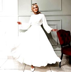 Hijab Fashion Summer, Modern Hijab Fashion, Muslim Fashion, Modest Fashion, Fashion Dresses, Hijab Fashion Inspiration, Fashion Ideas, Simple Dresses, Casual Dresses