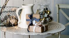 40 thrifty Christmas decorating ideas... just mentally preparing for next Christmas in case it's me doing the hosting :)