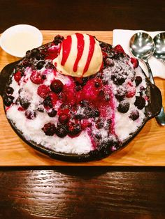 Patbingsu (팥빙수) : Korean traditional dessert for summer Dessert Tattoo, Patbingsu, Korean Dessert, Korean Traditional, Summer Desserts, Sweet And Salty, Korean Food, Food Art, Food To Make
