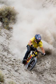 As a beginner mountain cyclist, it is quite natural for you to get a bit overloaded with all the mtb devices that you see in a bike shop or shop. There are numerous types of mountain bike accessori… Mtb Accessories, Mountain Bike Accessories, Mountain Bike Shoes, Mountain Bicycle, Mountain Biking, Downhill Bike, Mtb Bike, Cycling Bikes, Cycling Art