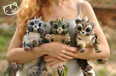 Die in Barcelona beheimatete BildhauerinIsabel Tomásaka Lisa Toms entwirft leidenschaftlich gerne Fantasie-Puppen.SämtlicheKreaturenwerden von Hand gefertigt und jede ist ein Unikat.…