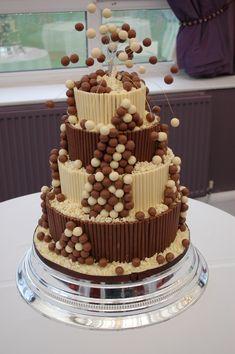 I love the Maltesers on wires - Malteser cake with chocolate cigarillos Fancy Cakes, Cute Cakes, Yummy Cakes, Beautiful Cakes, Amazing Cakes, Malteser Cake, Rodjendanske Torte, Gravity Cake, 21st Cake