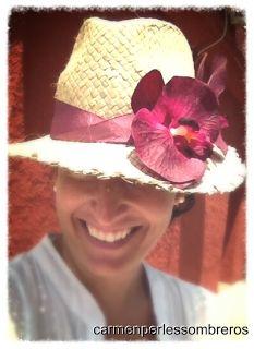 borsalino con flor de carmenperlessombreros ideal para el verano