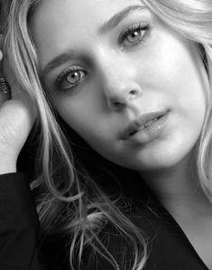 Elizabeth Olsen Elizabeth Chase Olsen, Elizabeth Olsen Scarlet Witch, Ashley Olsen, Mary Kate Olsen, Godzilla, Vanessa Ray, Olsen Sister, James Barnes, Aubrey Plaza
