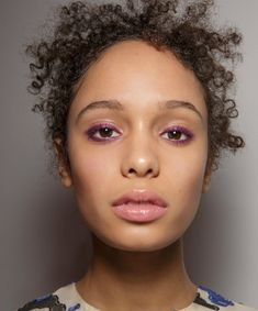 19 Runway-Approved Ways to Wear Colored Mascara This Season Purple Mascara, Colored Mascara, Beauty Makeup, Hair Makeup, Mascara Tips, Layers Of Skin, Everyday Makeup, Beauty Industry, Fair Skin