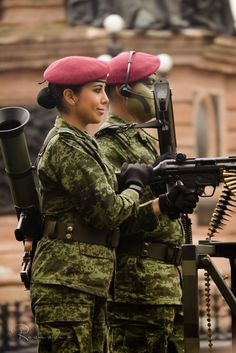 Estilo Chola, Idf Women, Military Branches, Law Enforcement Agencies, Female Soldier, Paratrooper, Mexican Army, Lady, Military Women