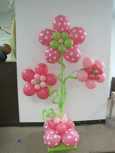 Decorar un baby shower con globos-flor de globos
